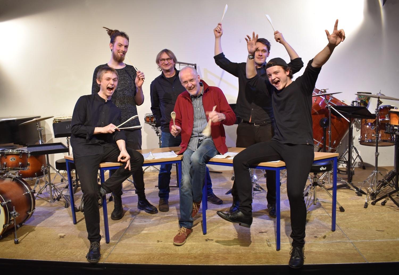 Eine kleine Tischmusik beim Schlagzeugkonzert in Osnabrueck am 14. Dezember 2018