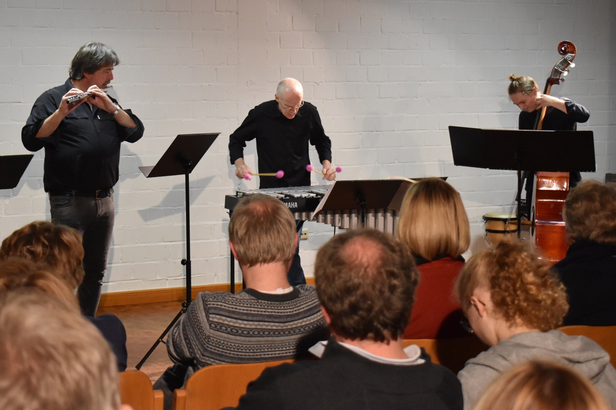 Children's Songs im Trio · Konrad Hartong, Manfred Menke, Maximilian Kuehnel · 17. November 2019