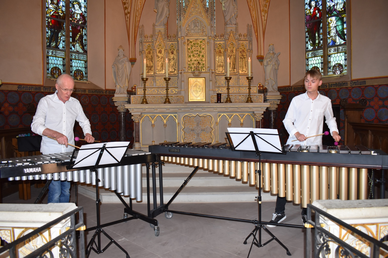 Burgkapelle Dinklage · 3. Juli 2019 · Manfred Menke (Vibraphon) und Maximilian Kühnel (Marimba)