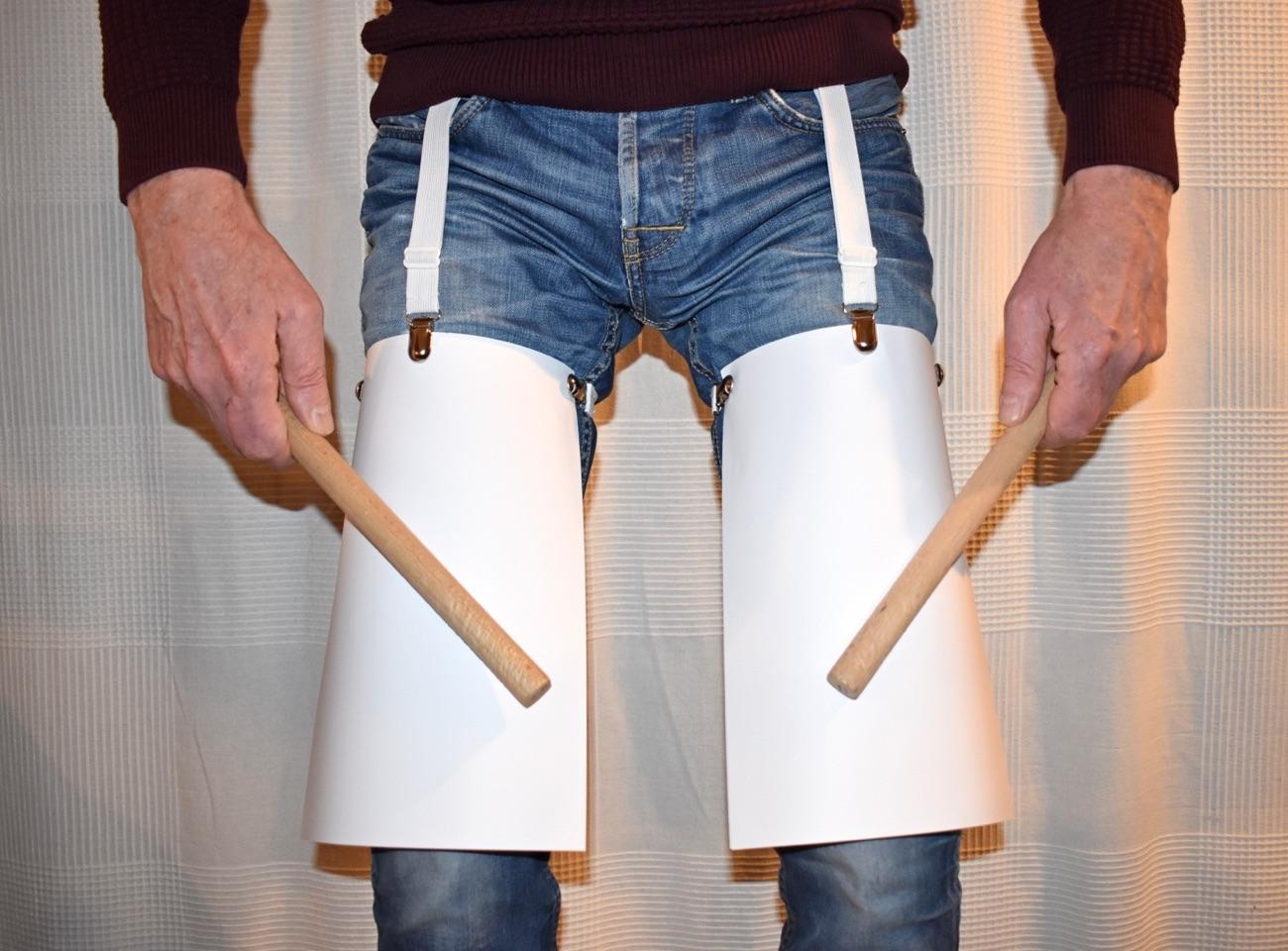 Präpariertes Bein » Papier (DIN A4) mit Bettlakenspanner befestigt