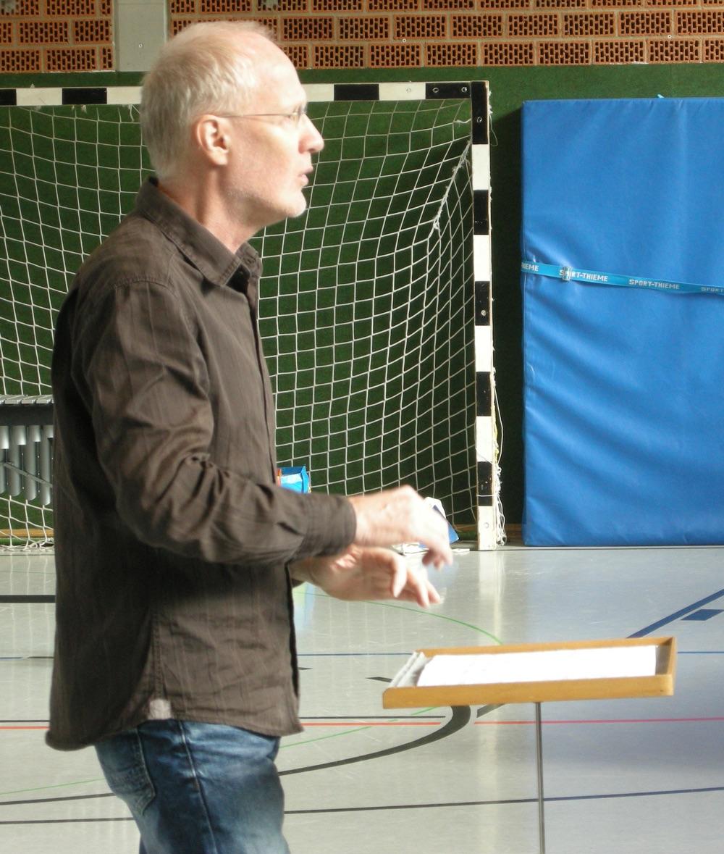 Dunkler Herbst · Manfred Menke beim Dirigieren