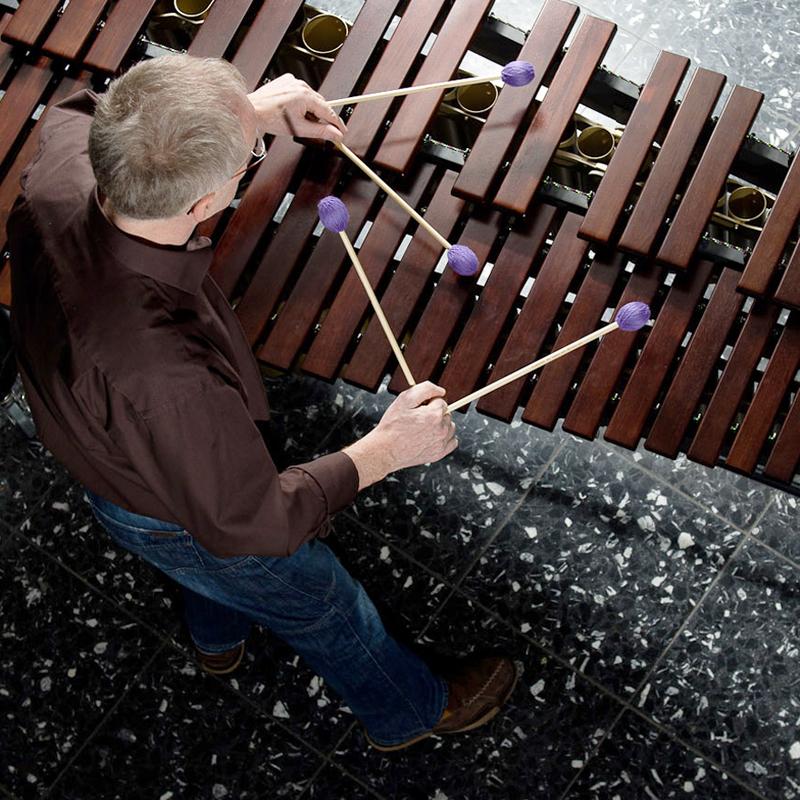 Manfred Menke spielt Marimba